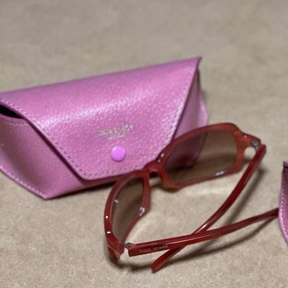 KATE SPADE ladies sunglasses with original case